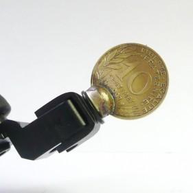 Úchyt mince